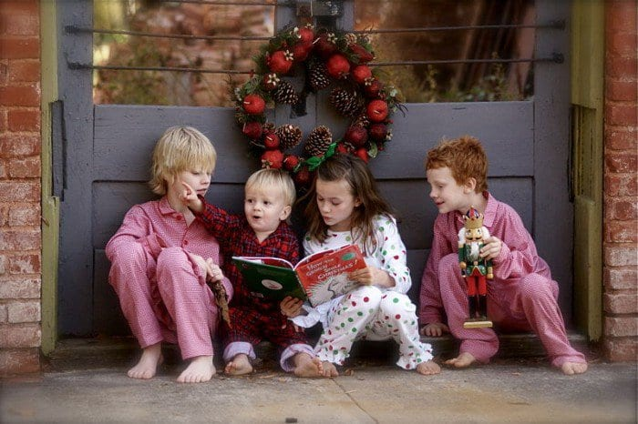 christmas-kids-reading-700x466